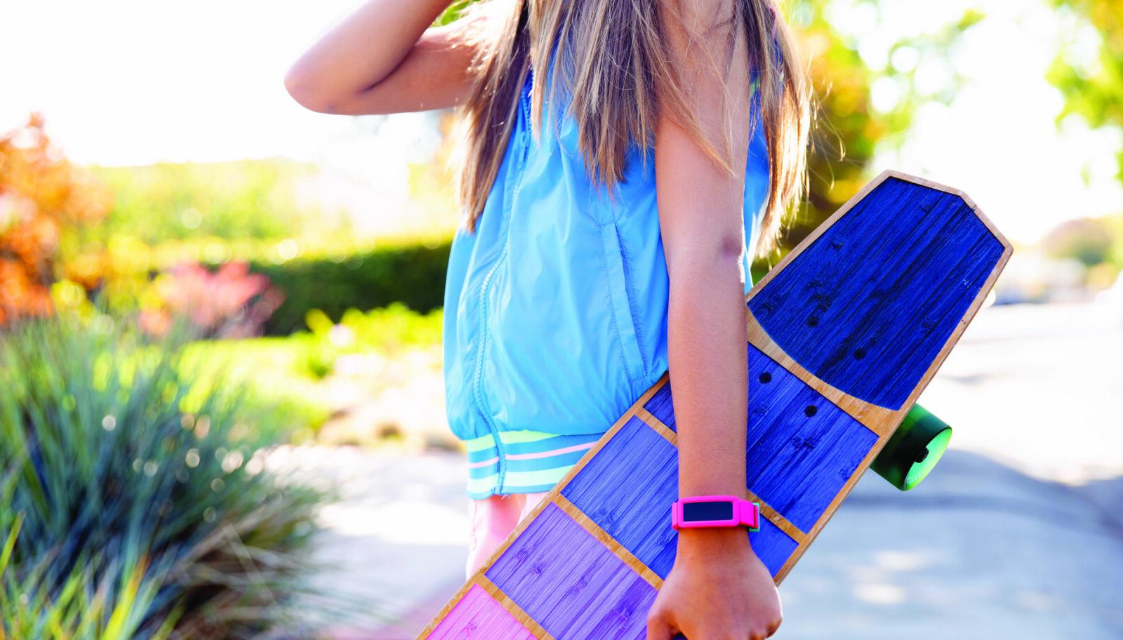 <b>FITBIT ACE 2:</b> Fitbit oppdater tilbudet til barn. Fitbit Ace 2 er et fullverdig aktivitetsarmbånd for barn. Det tåler tøff bruk, inkludert en tur i svømmebassenget.