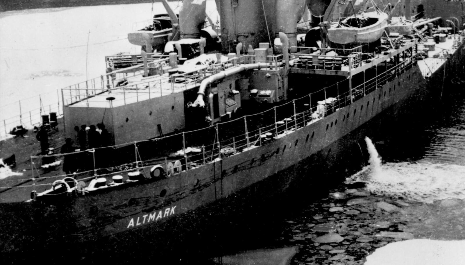 <b>PÅ GRUNN:</b> 10 dager etter dramaet lå Altmark fortsatt i Jøssingfjorden. Kaptein Dau greide å få den av grunna ved egen hjelp. Den kunne seiles til et verft i Sandefjord, der skuta ble satt i såpass stand at den kunne tåle turen til Kiel. Altmark forlot Norge først den 22. mars.