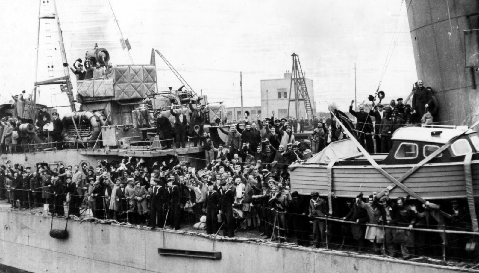 <b>COSSACK:</b> Den 18. februar 1940 kunne Cossack i triumf legge til i Edinburgh med 303 krigsfanger fra Altmark ombord.