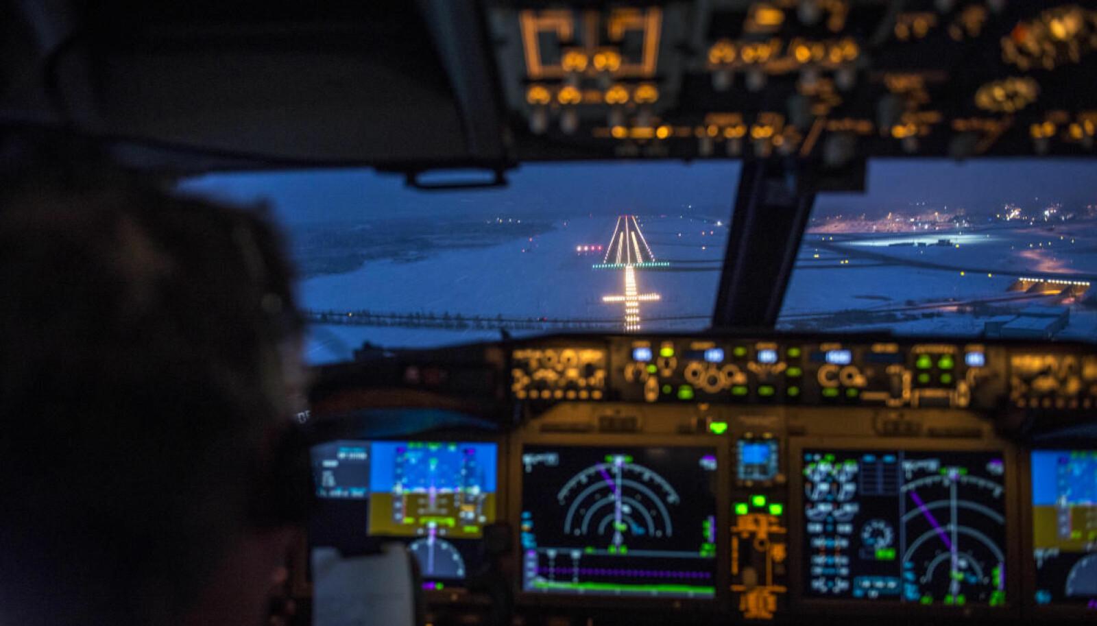 <b>FINALEN:</b> Landingen skjer automatisk når rullebanen på Arlanda dukker opp i snødrevet og markerer slutten på den 8000 km lange turen.