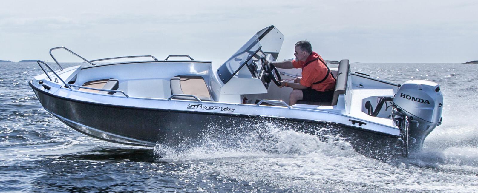 <b>SILVER FOX AVANT:</b> Med førerplass helt bak blir det masse plass foran i båten.