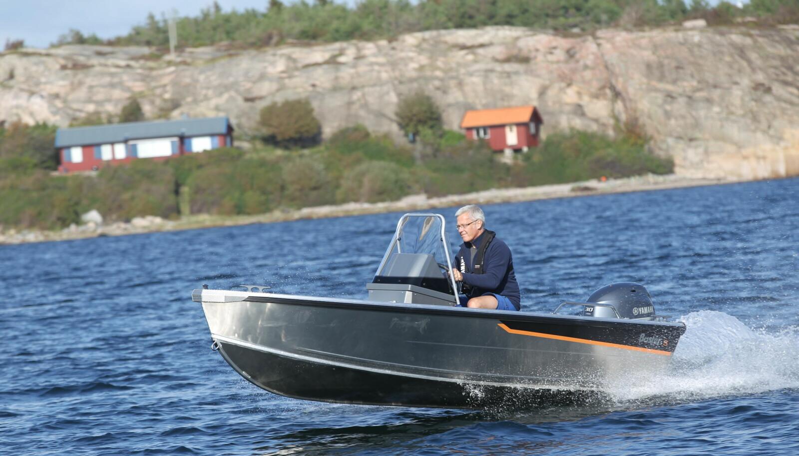 <b>BUSTER S:</b> En lett og rimelig landstedsbåt, med det solide preget man forventer av Buster.