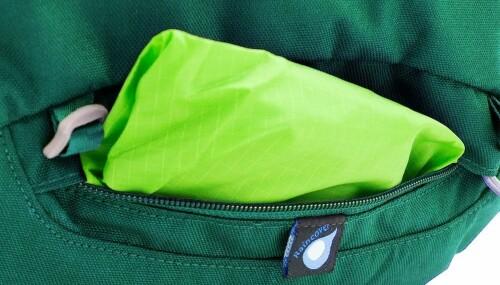 <b>REGNTREKK:</b> I en egen lomme finner du regntrekket.