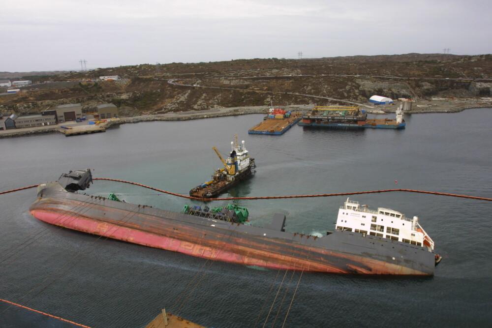 <b>IKKE UFEILBARLIGE:</b> Da spesialfartøyet «Rocknes» gikk på grunn i Vatlestraumen sør for Bergen i mai 2004,ble det reist kritikk mot skipets los for flere forhold, men han ble ikke tillagt ansvaret for ulykken som krevde 18 liv.