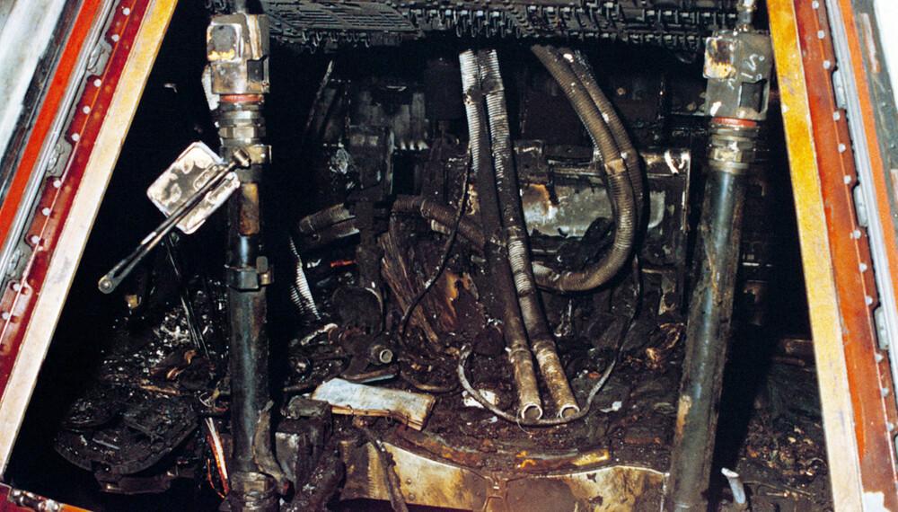 <b>ENORM VARME:</b> Bildet gjennom en åpnet luke i kommandoseksjonen gir et inntrykk av de forferdelige forhold astronautene var utsatt for under brannen for femti år siden.