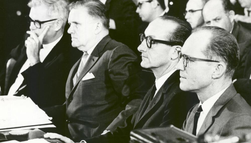 <b>LEDELSEN: </b>NASA-sjefer under en høring i kongressen etter ulykken. Fra venstre Robert C. Seamans, nestkommanderende, James E. Webb, øverste sjef, George E. Mueller, sjef for bemannet romfart, og Samuel C. Philips, sjef for Apollo-programmet.<b> </b>