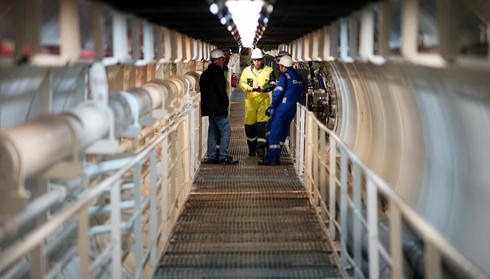 <b>LANGT:</b> En 150 meter lang tunnel går gjennom ballasttankene til andre siden av båten.