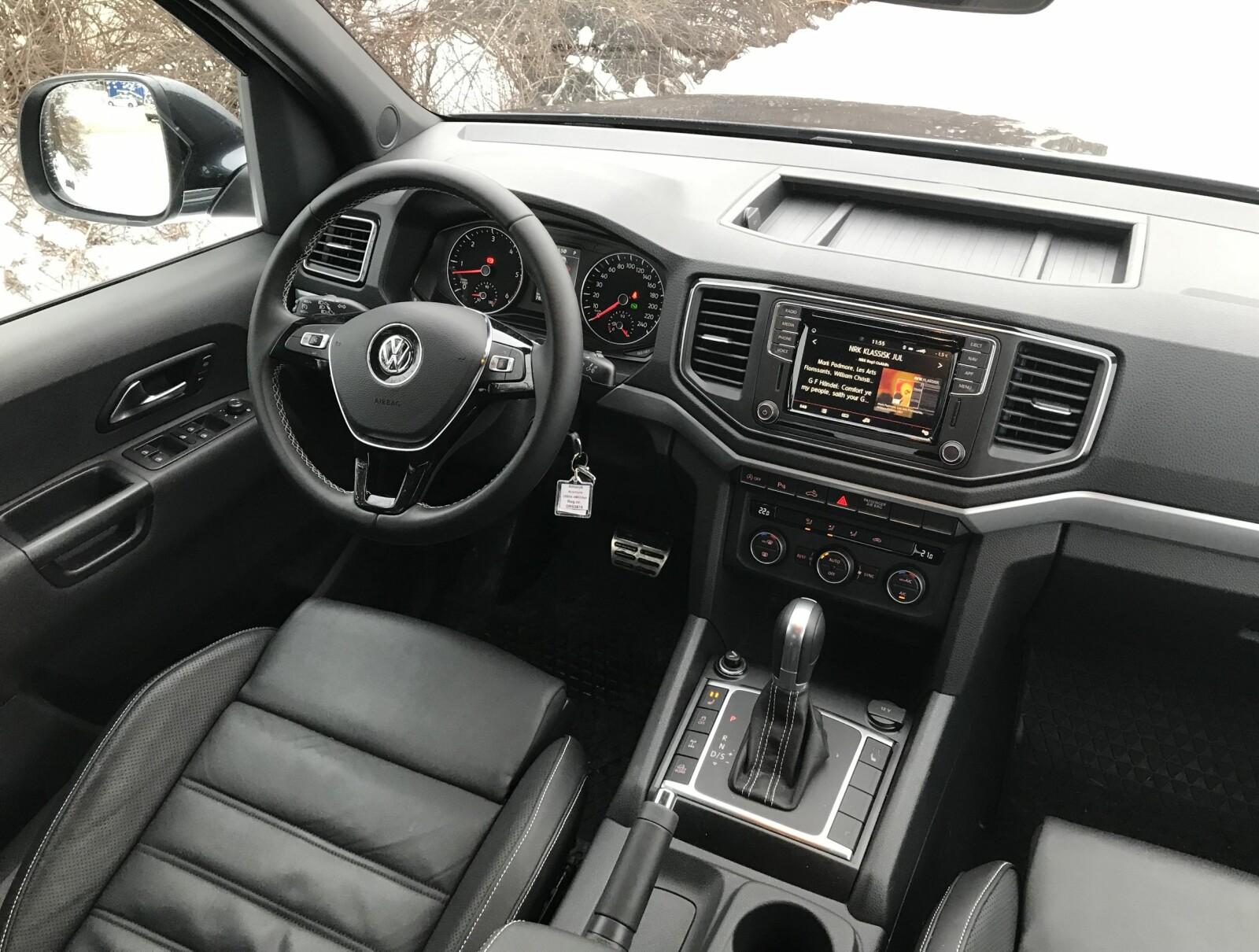 KOMFORT: Åttetrinns automatgir, seter med solid sidestøtte og ratt som kan høyde- og lengdejusteres er ikke vanlig i pickup-segmentet.