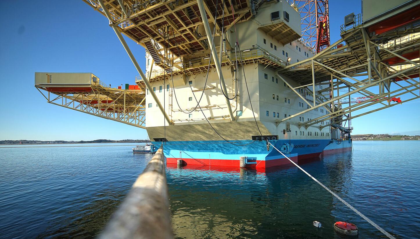 <b>RIGG: </b>Maersk Invincible skal snart sjøsettes fra dekket til Hawk.