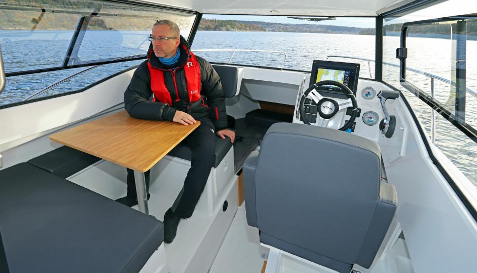 <b>SITTEPLASSER:</b> Til familiebruk er det viktig at styrehyttebåten har nok og gode sitteplasser for alle som skal være med.