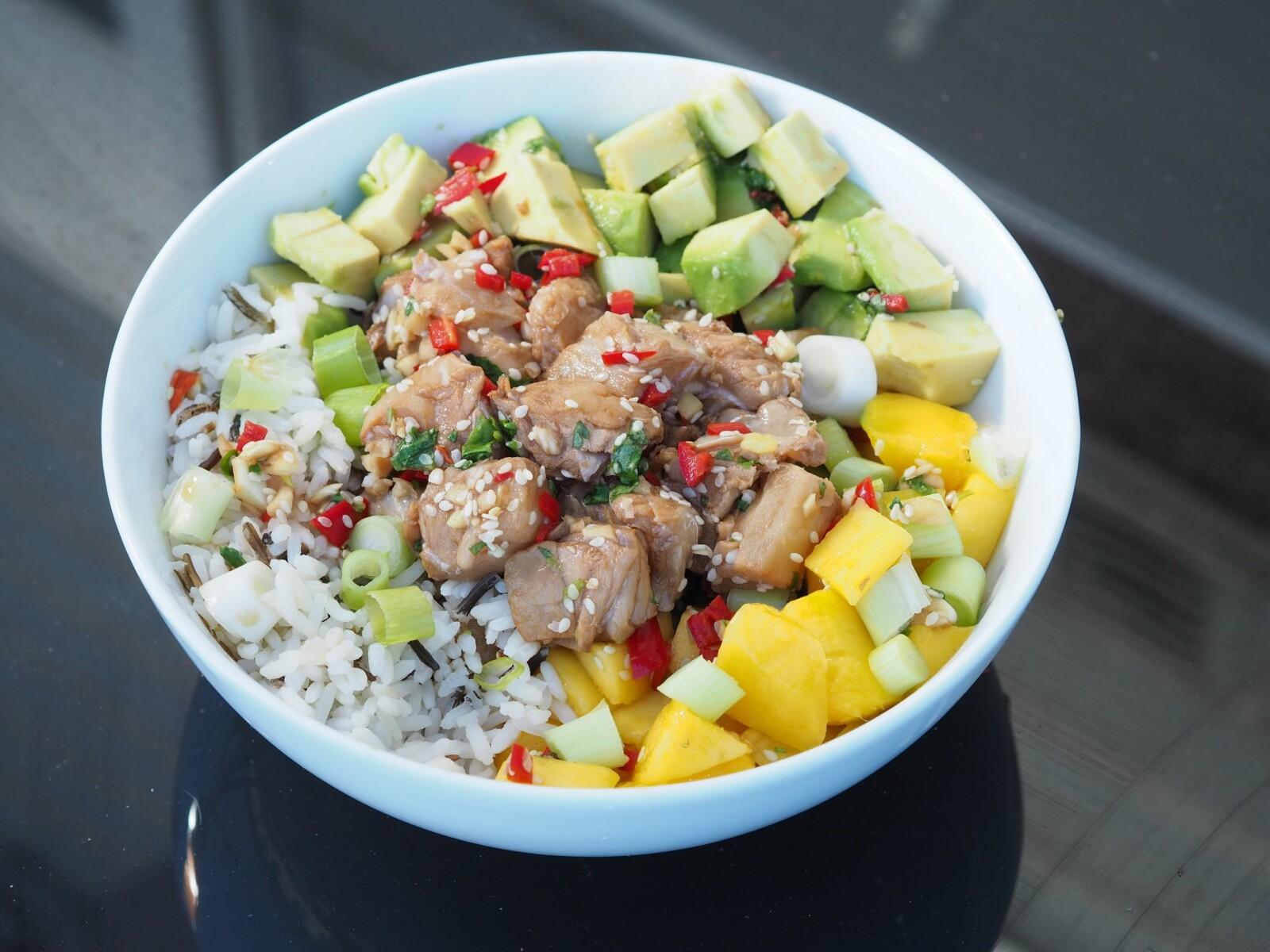 <b>POKÉ BOWL:</b> Rått og lett. Poké bowl er gatemat fra Hawaii - og er noe av det kuleste du kan spise akkurat nå.