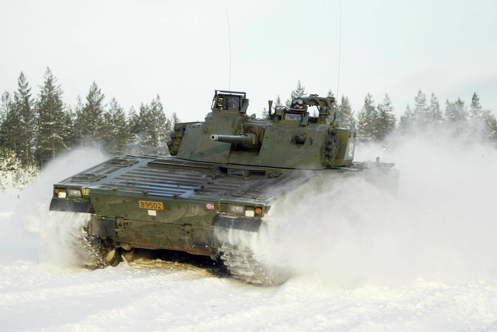 <b>STORMPANSER:</b> NM217-bergepanservognene vilsannsynligvis bli oppgradert. De 50 år gamle vognene vil fortsatt kunne brukes som servicevogn for stormpanservognen CV-90 (bildet).
