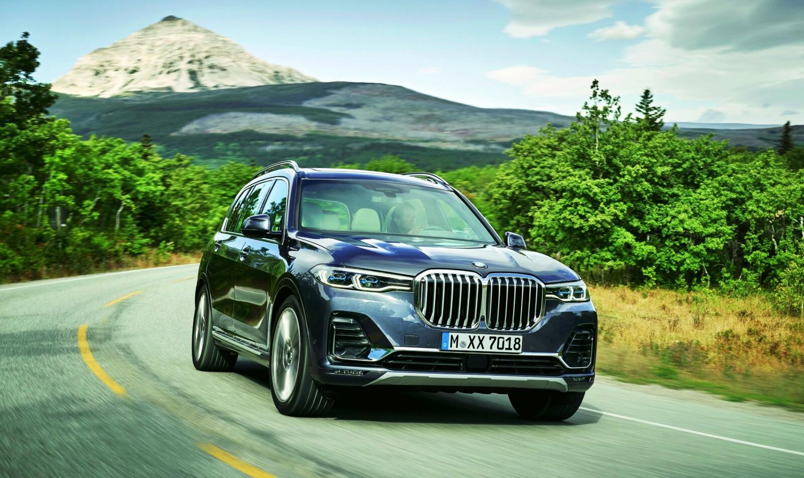 <b>XXL-BMW:</b> Alt er en størrelse større, inkludert grillen. Men den trenger ikke større parkeringsplass enn <br/>en 7-serie.