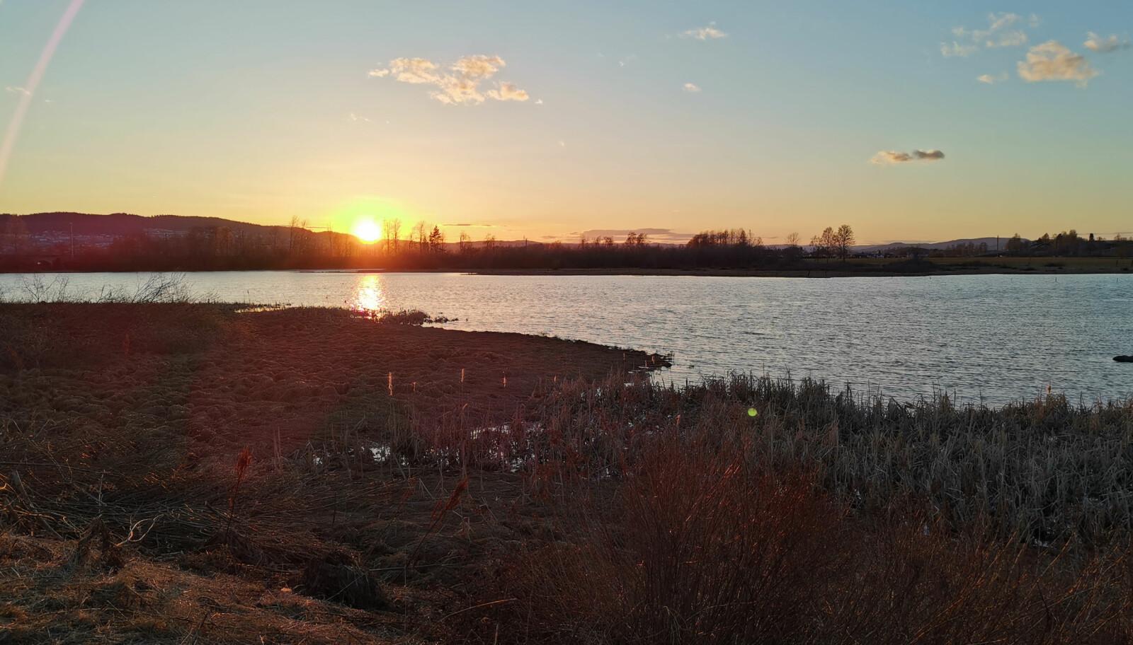 <b>AUTOMATIKK:</b> AI-funksjonen på Huawei P30 Pro kjenner veldig ofte igjen motivet du forsøker å fotografere og justerer bildet slik at det skal bli best mulig. Her oppdaget mobilen umiddelbart at vi forsøkte å fotografere en solnedgang.