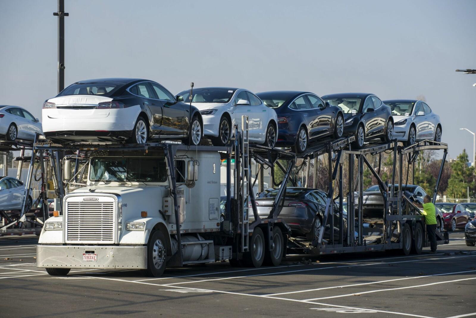 <b>POPULÆR:</b> Fabrikknye Tesla S venter på utskiping fra fabrikken. Med 250 000 solgte eksemplarer er modellen verdens mest solgte elbil etter Nissan Leaf.