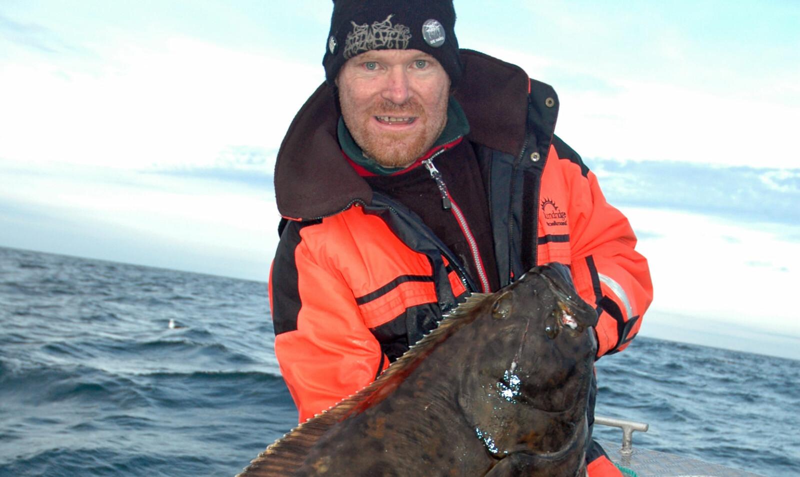 <b>RØSTKVEITE:</b> Det moderne kveitefisket i Norge ble utviklet på Røst. Her er Cato Bekkevold med et fint eksemplar av røstkveita.