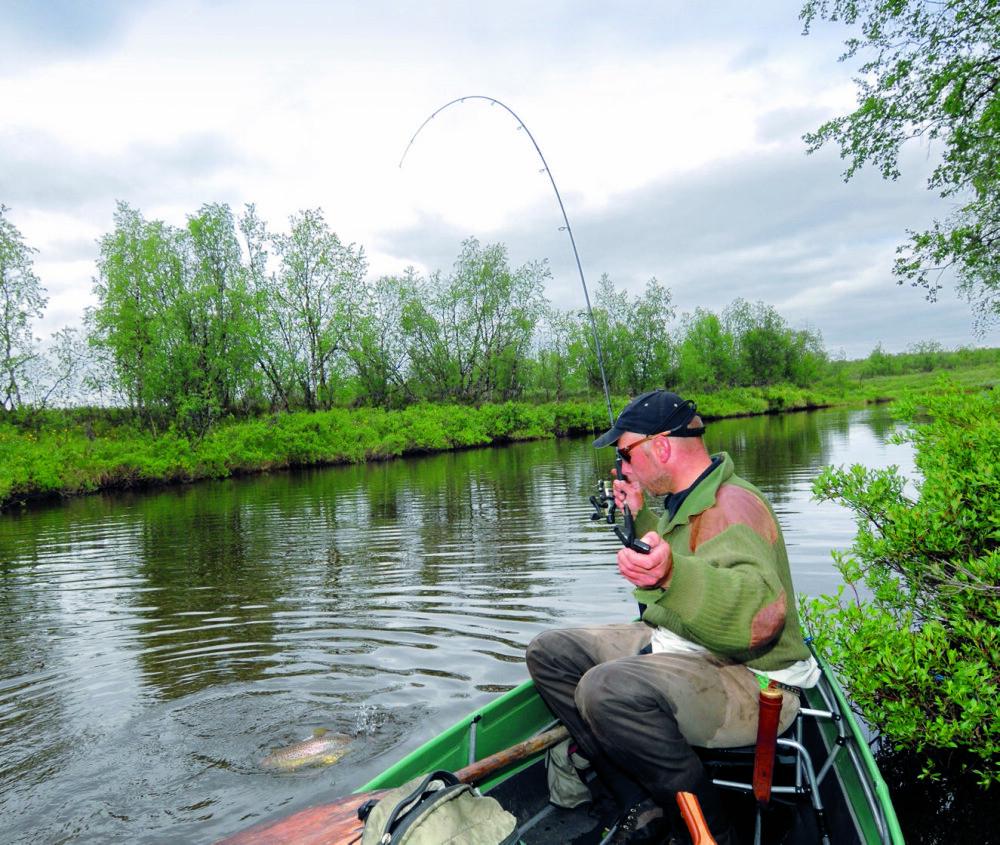 <b>KANO:</b> Med kano i en rolig elv, har man stor bevegelighet og kan raskt skift fiskeplass.