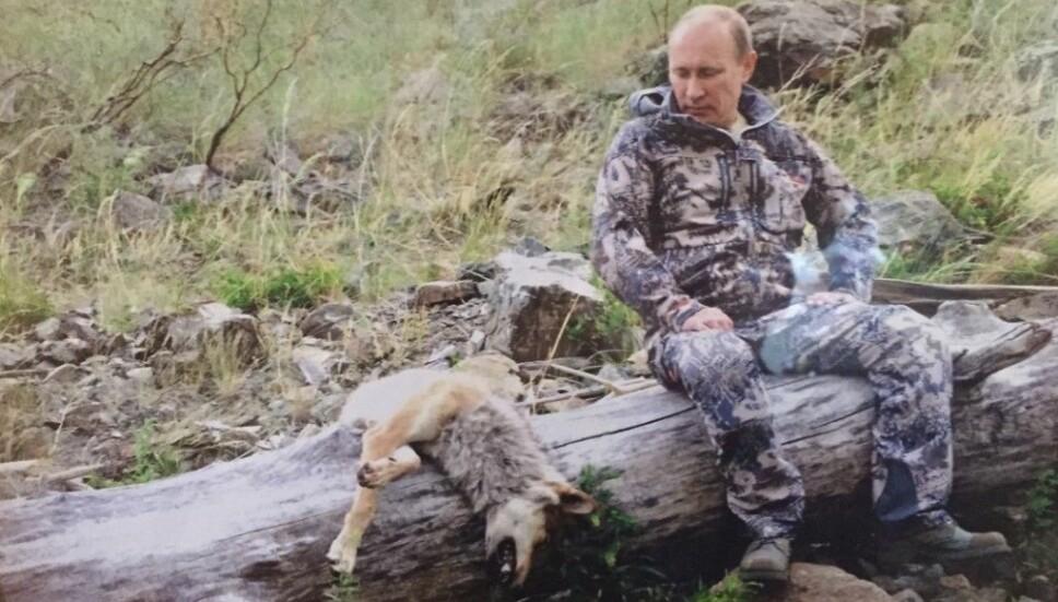 <b>SKJØT ULV:</b> I jakthytta Espen Haugeland overnattet med jaktlaget sitt, hang dette bildet av Russlands president, Vladimir Putin. Ulven skal være skutt av Putin.