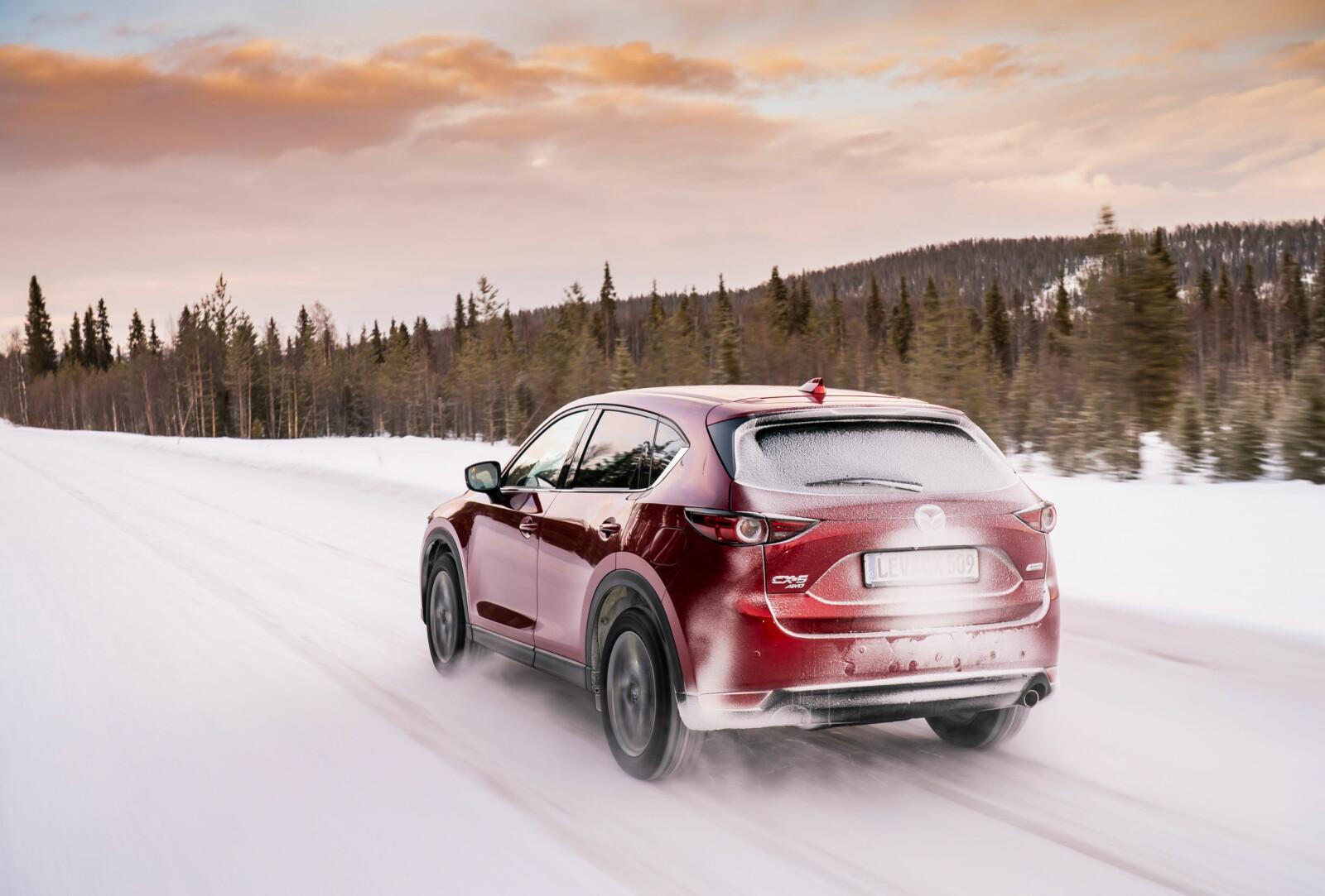 <b>UTEN REKKEVIDDEANGST:</b> Nye Mazda CX-5 fås kun i fossilutgaver, noe som gjør at man kan kjøre mil etter mil uten rekkeviddeangst.