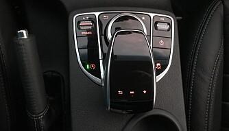 MERCEDES: Betjeningen på midtkonsollen er Mercedes-vare.