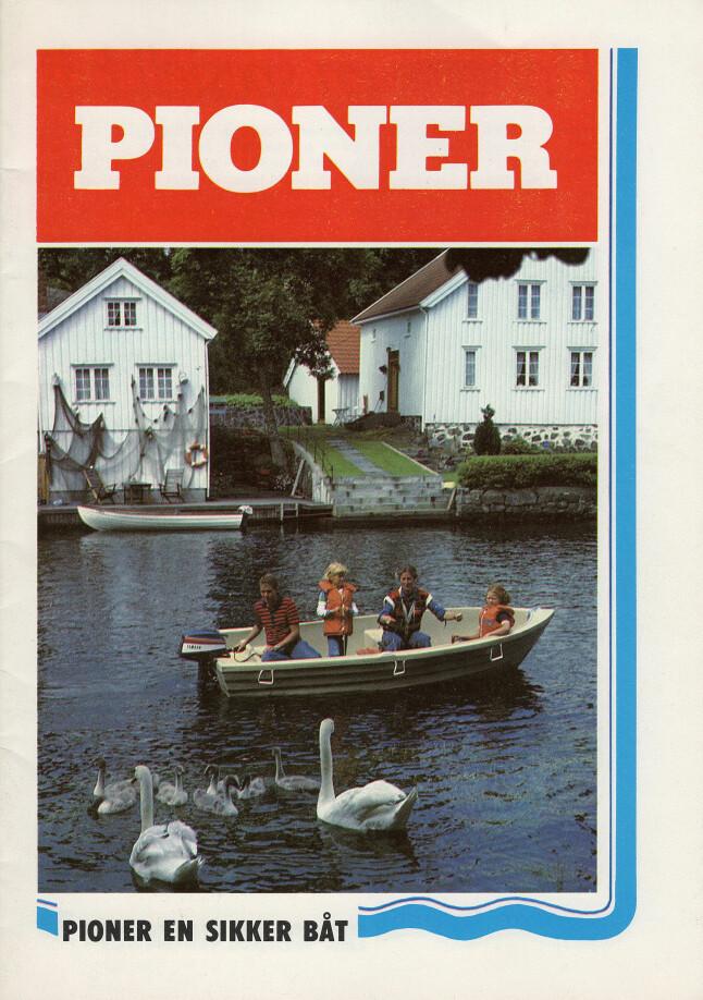 <b>EN SIKKER BÅT:</b> Det var slagordet i mange år, nå er det enkelt båtliv som gjelder. Bildet på denne 70-talls brosjyren gjenspeiler godt hvilke verdier Pioner ville fremheve i sine båter.