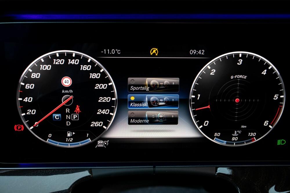 <b>INFORMASJON:</b> Mercedes har samlet mye informasjon i instrumentpanelet.