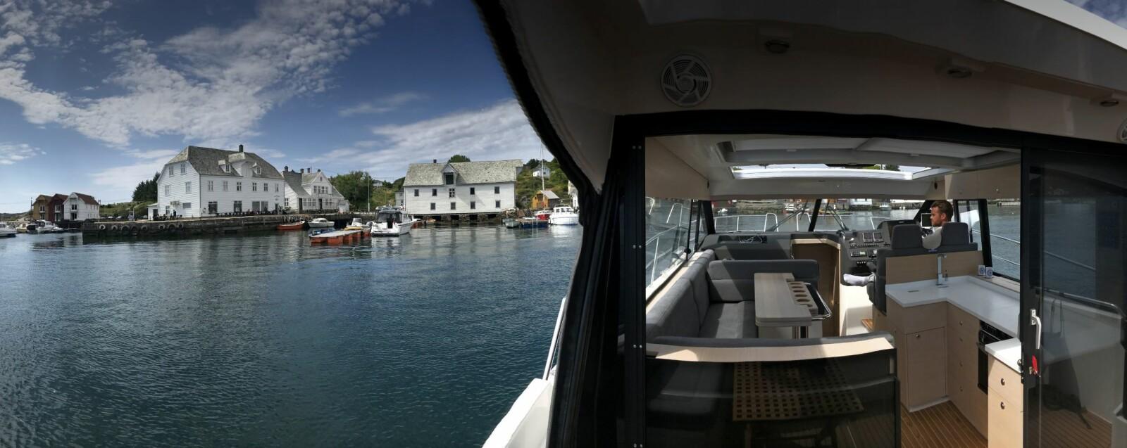 <b>INNE ER UTE:</b> Åpne løsninger i Skilsø Panorama 39 sørger for utefølelse selv i cockpit. Her dupper vi i den tradisjonsrike uthavna Glesvær.