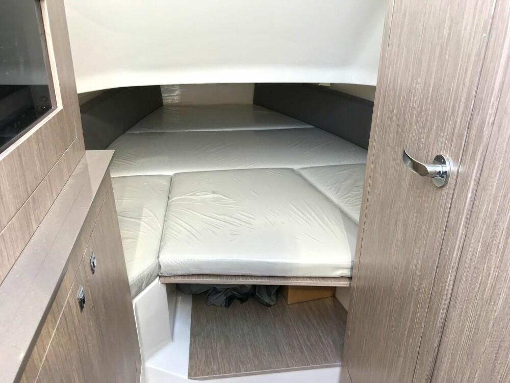 <b><SPAN CLASS=BOLD><STRONG>SOVEPLASS:</b></strong></span> Capelli Tempest 38 har soveplass til 2-3 personer.