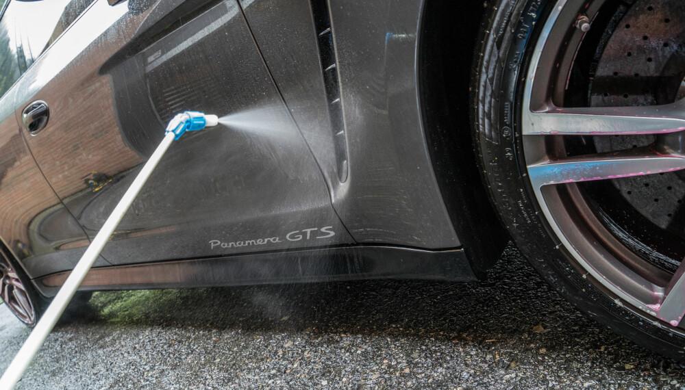 <b>AVFETTING:</b> Husk at du bør spraye på avfetting nedenfra og opp.