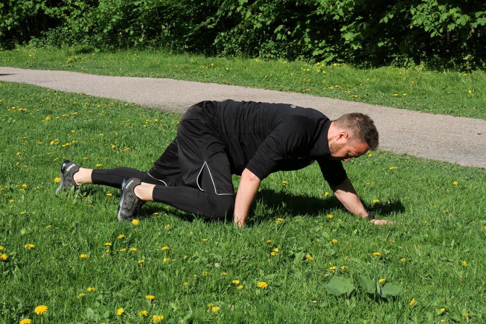 <b>TIPSET:</b> Knærne skal være så vidt over bakken, og rumpa og ryggen holdes vannrett.