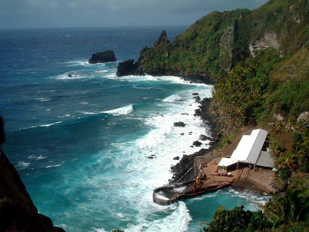<b><SPAN CLASS=BOLD><STRONG>HAVN:</b></strong> </span>Pitcairn har ikke mange naturlige havner og det kan være vanskelig å legge til.