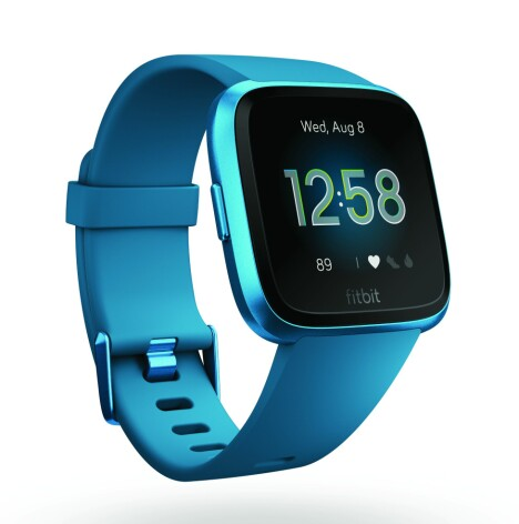 <b><SPAN CLASS=BOLD><STRONG>STILIG:</b></strong> </span>Versa-modellene til Fitbit ligner en smule på en viss smartklokke med eplelogo.