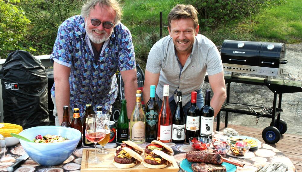 EKSPERTENE: Espen Smith (til venstre) og Frank Røstgård anbefaler herlig øl og vin til sommerens grillmat.