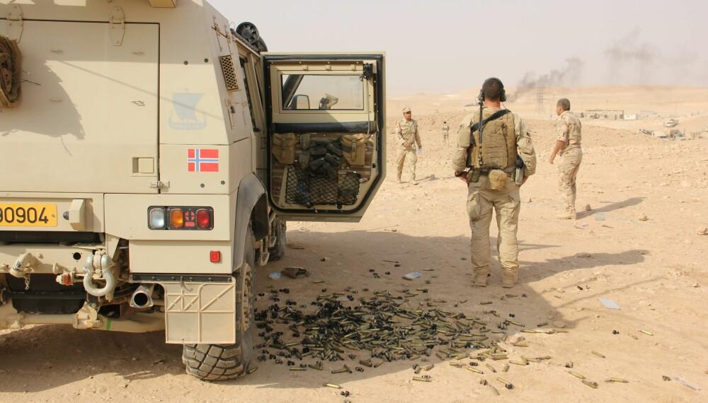 <b>DOG HILL:</b> Tomhylsene ligger strødd etter det første møtet med IS-selvmordsbiler.