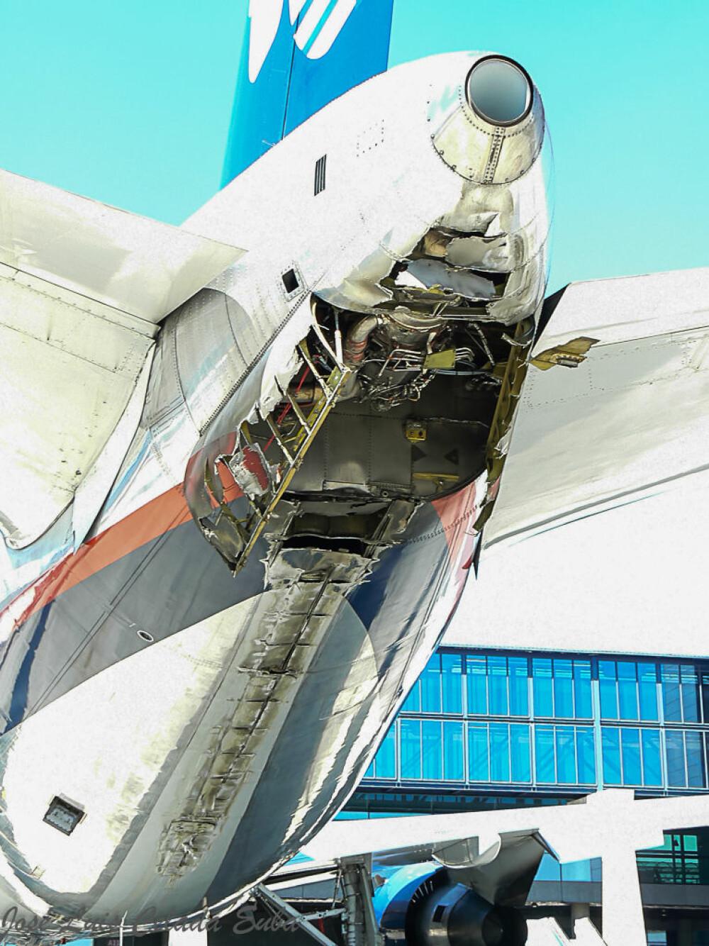 <b>DRAMA:</b> Det skadede halepartiet til Aeroméxico-flyet. Sammenstøtet med bakken var kraftig nok til å rive av deksler og lage sprekker i skroget.