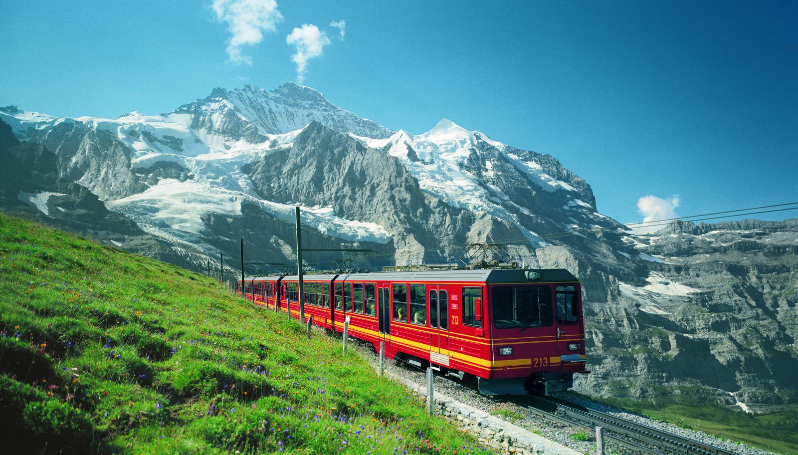 <b>JUNGFRAUBAHN:</b> Denne toglinjen tar deg til Europas høyestliggende togstasjon.