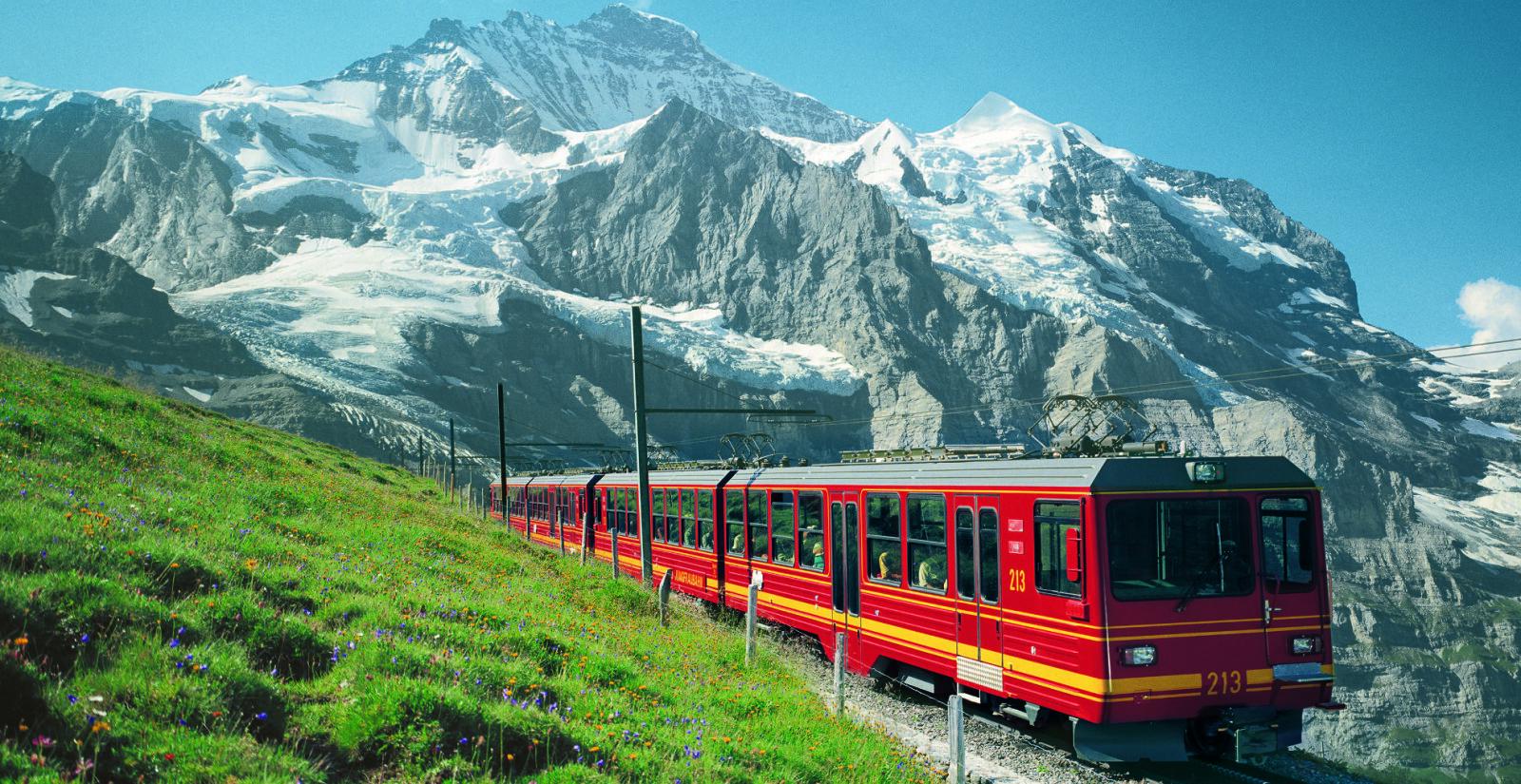 EUROPAS HØYESTE: Jungfraubahn tar deg til Europas høyest beliggende togstasjon.