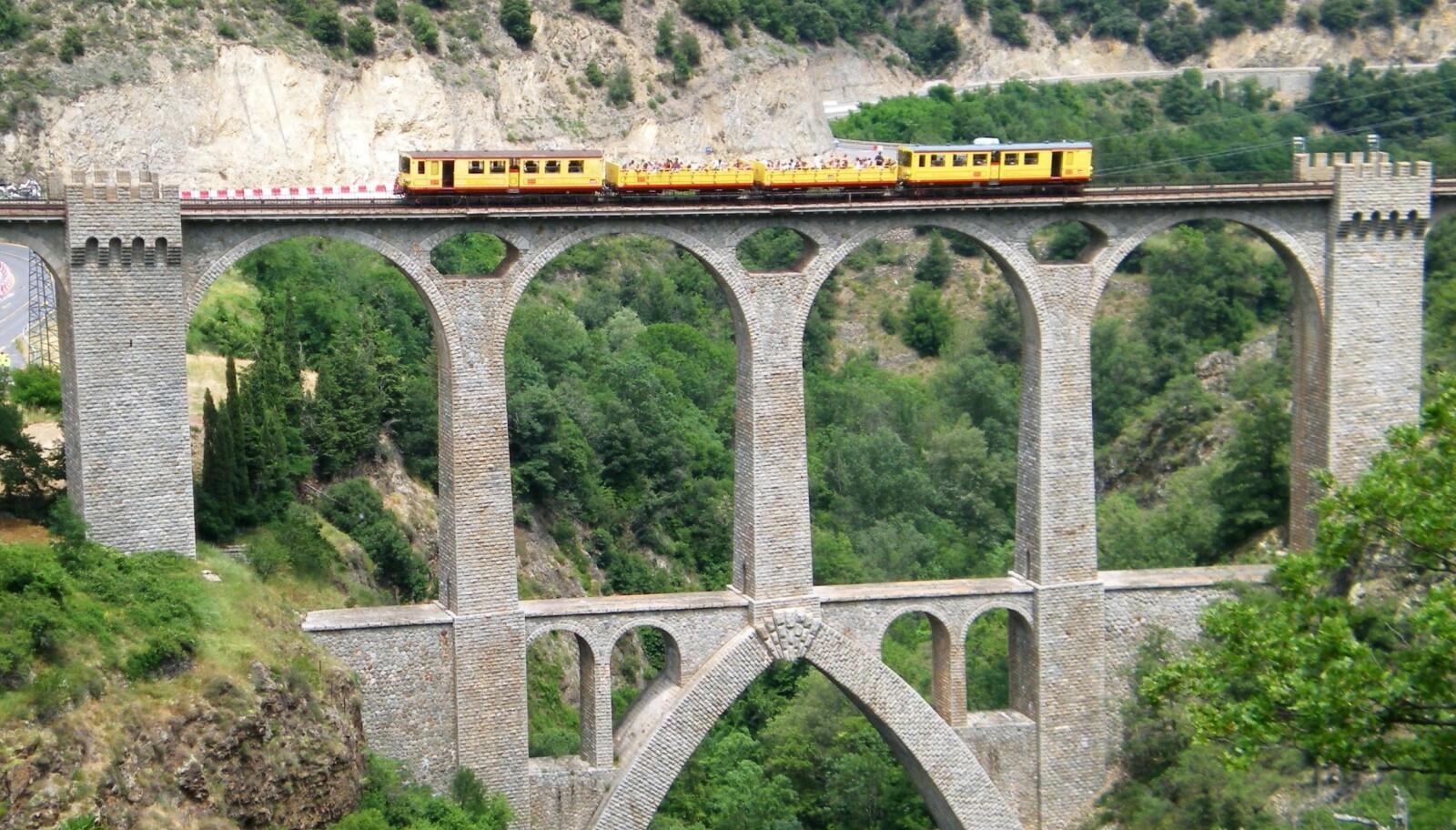 <b>VIADUKT:</b> Séjourné-viadukten er blant de flotteste konstruksjonene på Train Jaune-banen.
