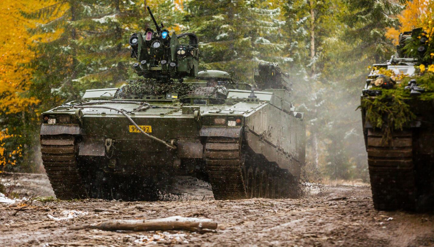 <b>CV90:</b> Stormpanservogna er en del av Hærens mekaniserte infanteri og blir brukt av Panserbataljonen og Telemark bataljon.