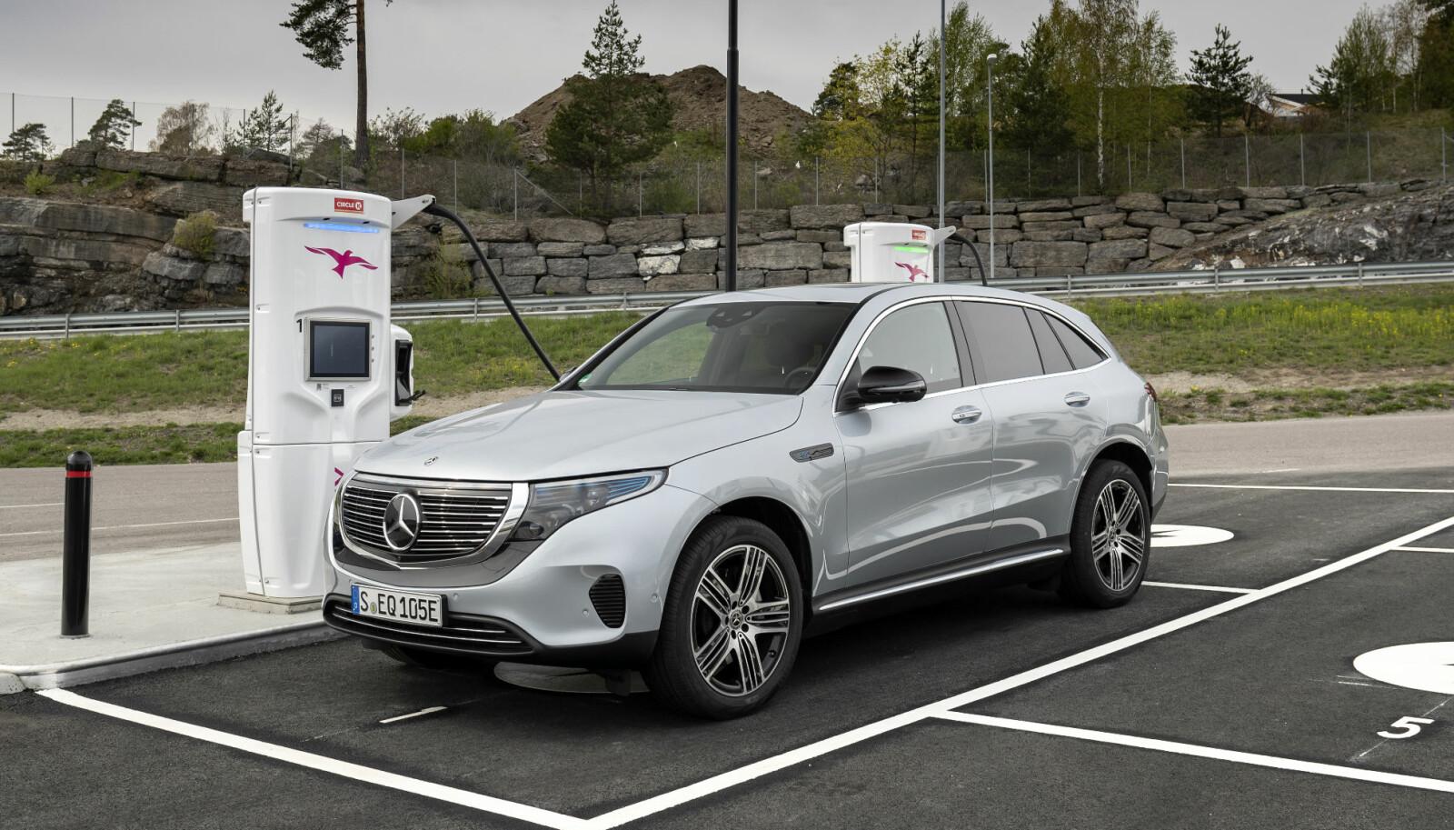LADING: Mercedes EQC kan hurtiglades med 110 kW.
