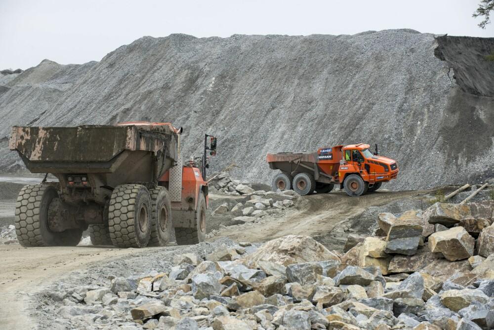 <b>FLYTTER FJELL:</b> På Deli Skog brukes steinmassene fra 20 kilometers tunnelboring til å planere et enormt industriområde.