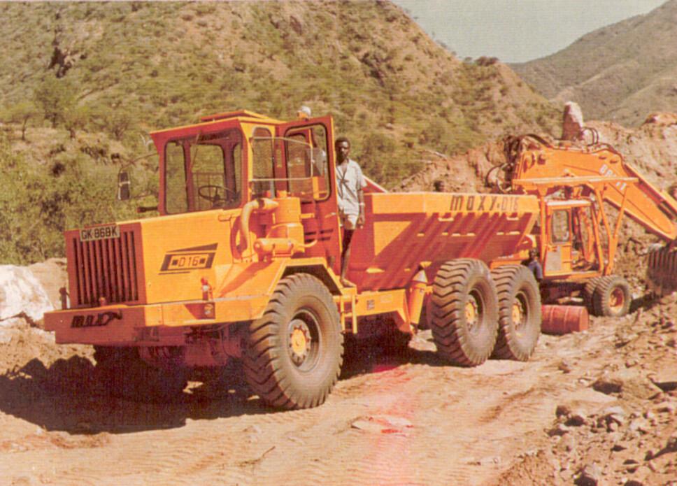 <b>AFRIKA:</b> De norske dumperne har gjort nytte i alle verdensdeler. Her er en D16 på anlegg i Kenya i 1977.