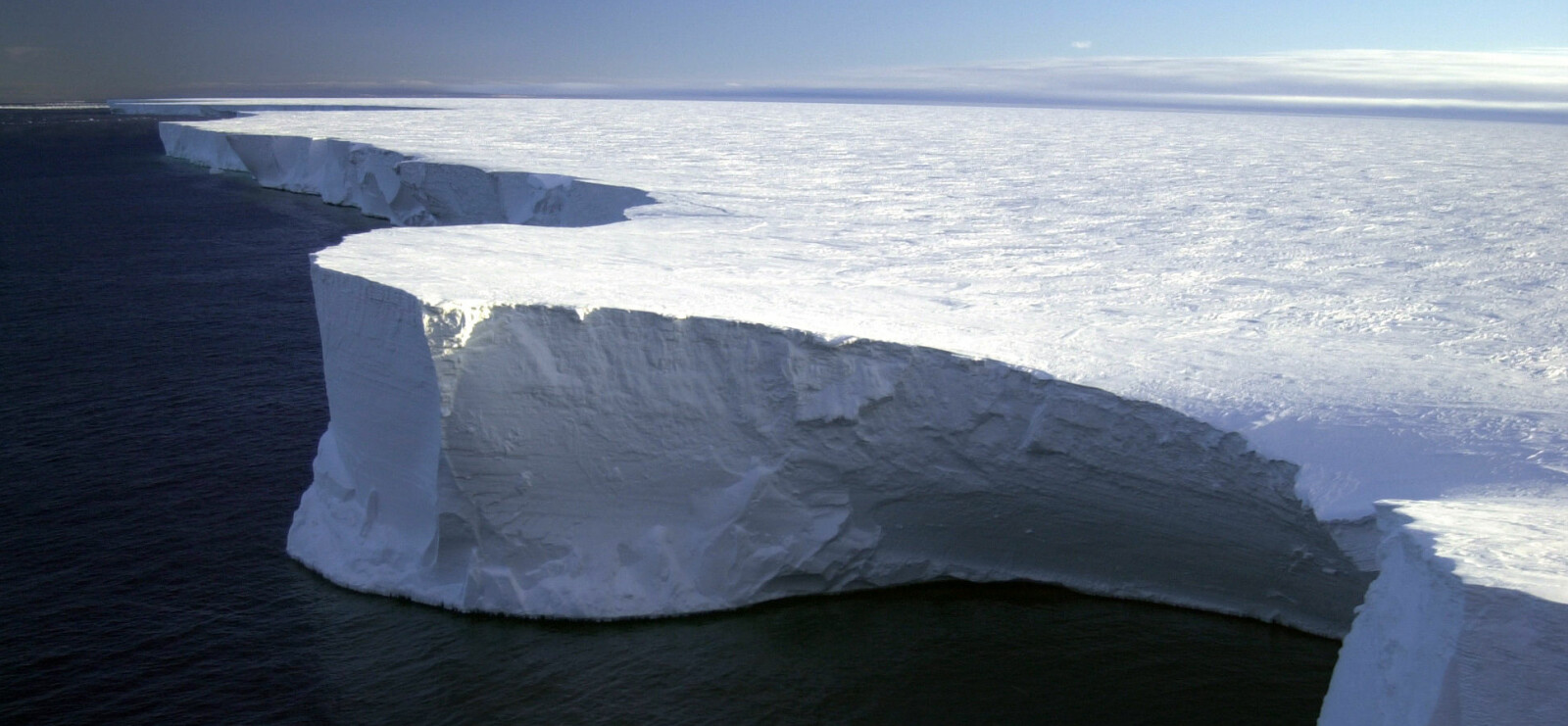 <b>VERDENS STØRSTE:</b> Isfjellet som brøt løs fra Antarktis i 2002, var lenge verdens største flytende objekt. Isfjellet var omtrent like stort som det samlede arealet til fylkene Oslo, Akershus og Østfold.