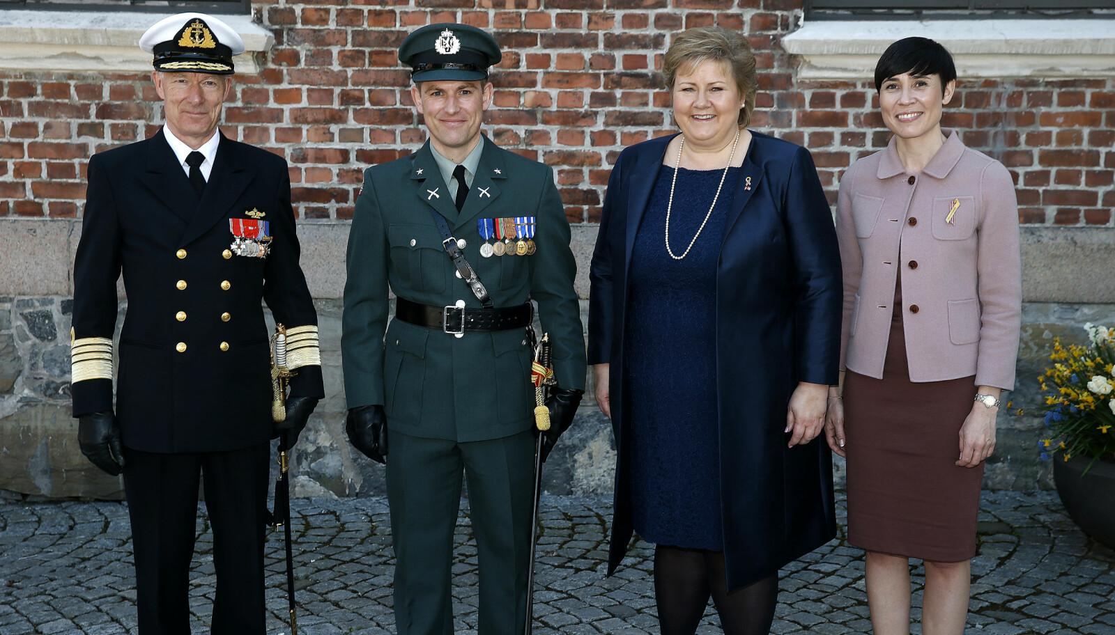 <b>GODT SELSKAP: </b>Her er jeg i godt selskap med forsvarssjef Haakon Bruun-Hanssen, meg, statsminister Erna Solberg og tidligere forsvarsminister Ine Søreide Eriksen. Bildet fra 8. mai 2016.