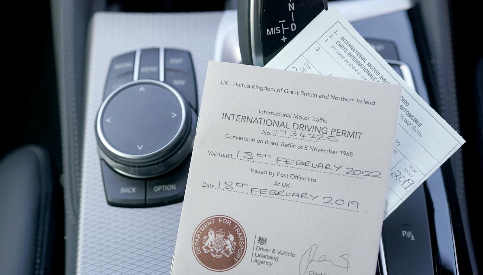 <b>NYTTIGE PAPIRER:</b> På bilferie i Europa kan det være smart å ta med både grønt kort og et internasjonalt førerkort.