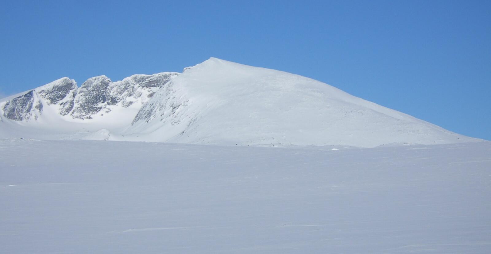 <b>IKONISK SYN:</b> Slik ser Snøhetta ut på en klar dag fra E6 over Dovre.