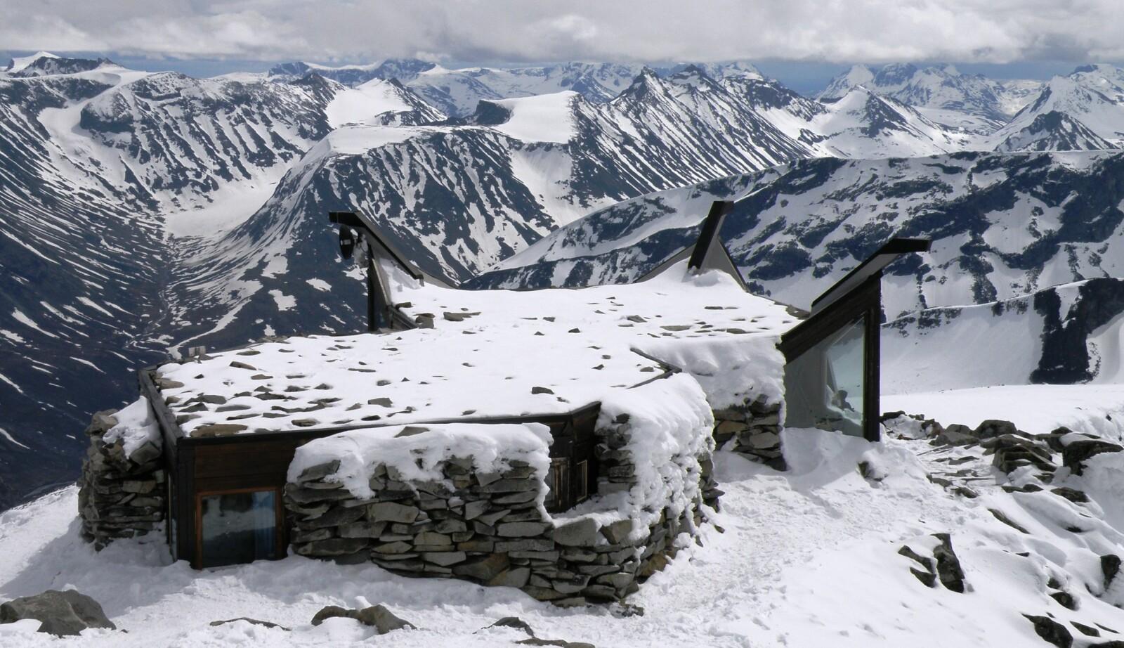 <b>PÅ NORGESTOPPEN:</b> Når du står ved hytta på toppen av Galdhøpiggen er du så høyt du kan komme i hele Skandinavia.