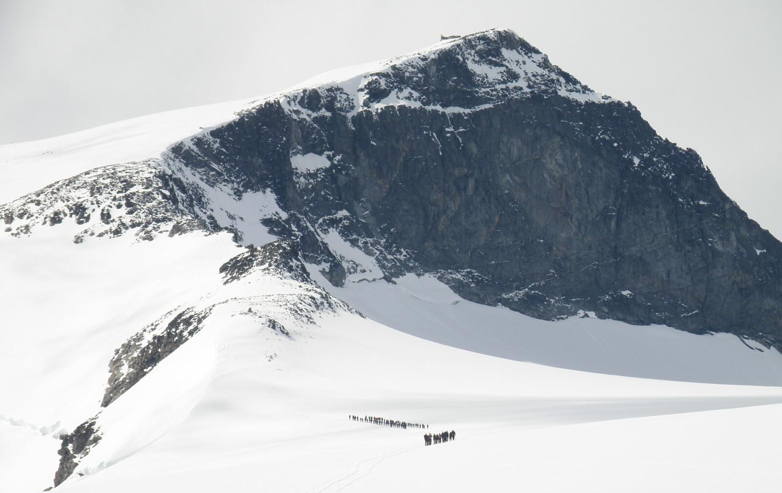 <b>NORGES HØYESTE PUNKT:</b> Enhver rekke med toppturer bør inkludere en tur til toppen av Norges høyeste punkt, Galdhøpiggen.