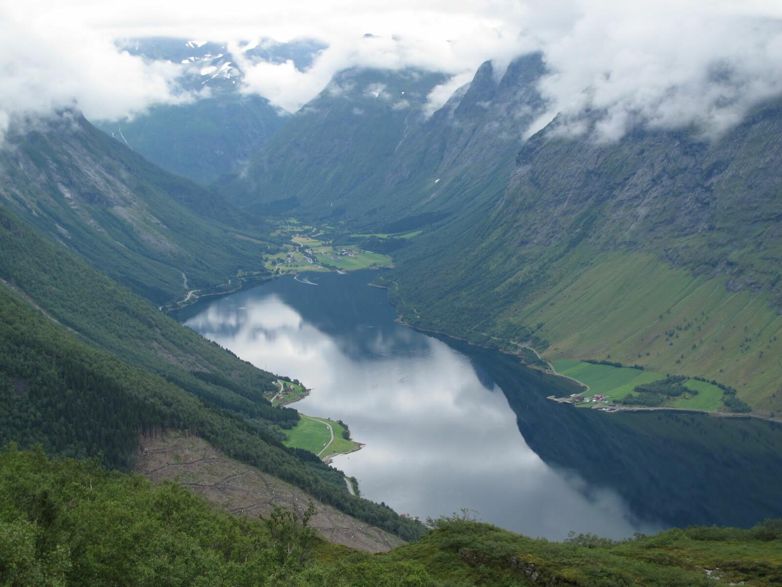 <b>SAKSA PÅ SUNNMØRE:</b> Utsikten fra Saksa  med Norangsdalen  i det fjerne er enda  flottere enn antatt.