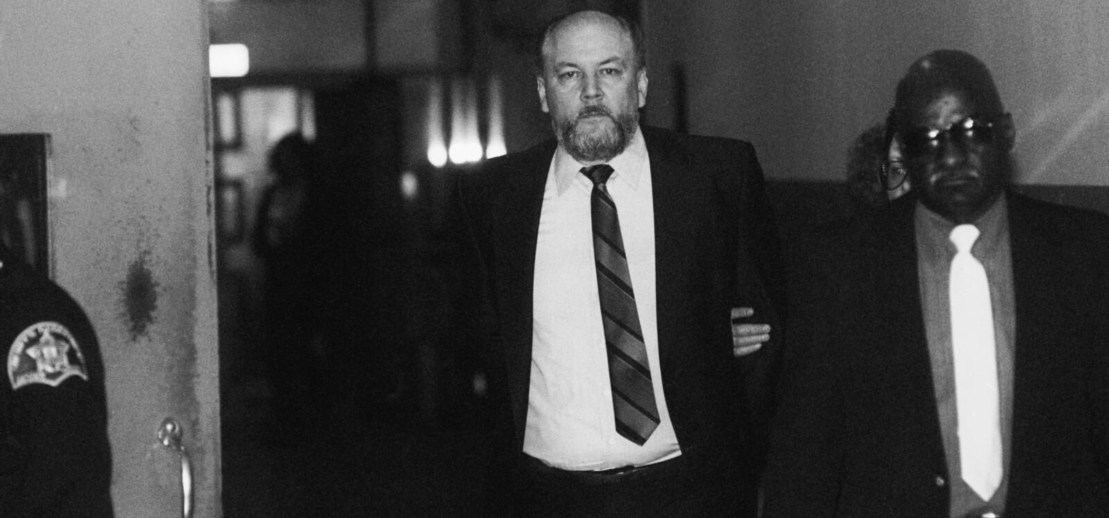 <b>ICEMAN:</b> Her er den beryktede leiemorderen Richard «The Iceman» Kuklinski i 1988 på vei inn i rettssalen i New Jersey for å høre dommen: Dobbel livstidsstraff uten mulighet til å bli benådet.